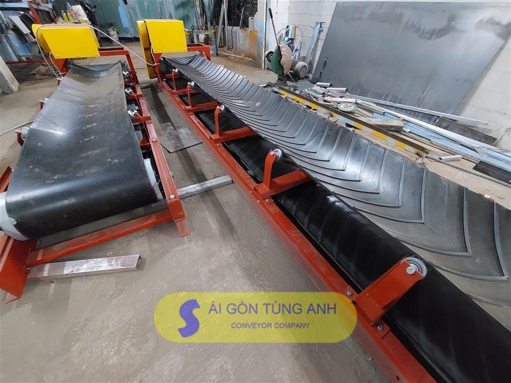 băng tải cao su lồng mán gân V băng tải cao su lồng máng trơn